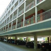 Um bezahlbaren Wohnraum zu schaffen, schlägt die Reichenhaller SPD vor, Parkplätze zu nutzen. Der überbaute Parkplatz beim Dantebad in München gilt dafür als Vorzeigeprojekt.