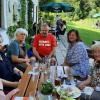 Bärbel Kofler im Gespräch beim Kugelbachbauern